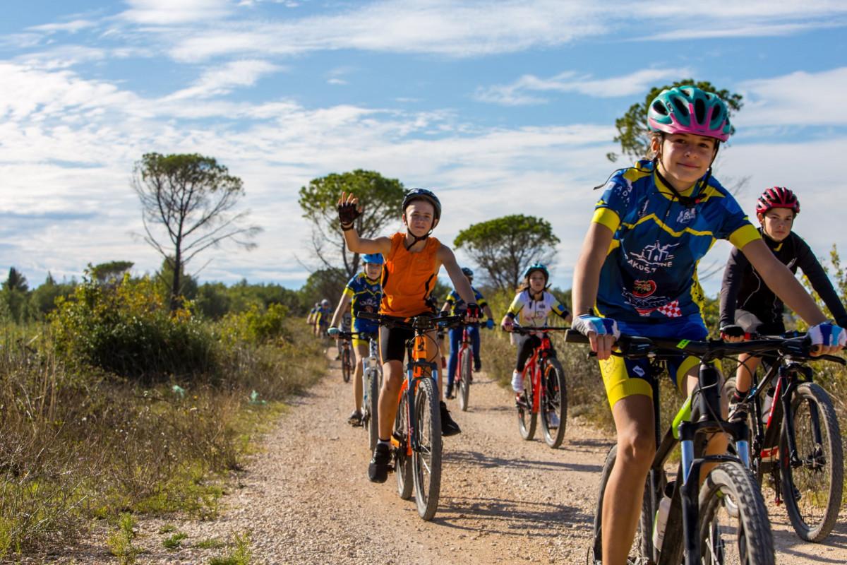 Rojstnodnevni kolesarski ogled gorsko kolesarskega kluba Pakoštane